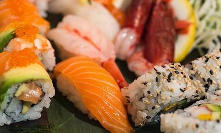 Menu con barca di sushi e vino a 34,90euro