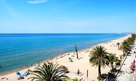 Costa Dorada: 7 noches en habitación doble o triple para 2 o 3 personas con pensión completa en Hotel Comarruga Platja