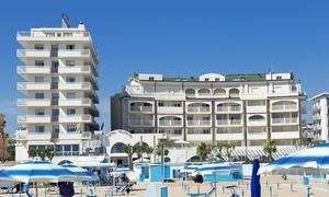 Yes Hotels Touring Rimini: Ingresso in piscina, centro benessere, massaggio più pranzo a buffet per 2 persone a Yes Hotels Touring Rimini