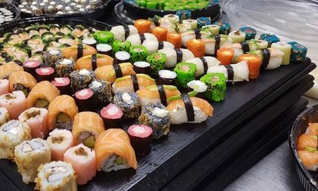 Menú japonés para 2 o 4 con entrante, arroz o udon, bandeja de piezas de sushi y bebida desde 19,99 € en Sora Reus