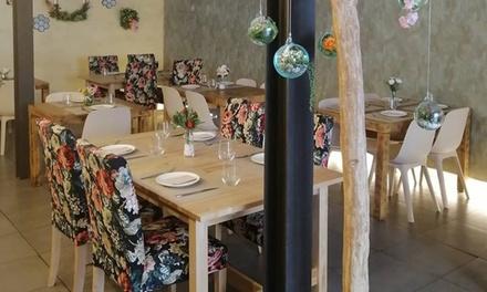 Menú mexicano para 2 con entrante, 3 principales, postre y bebida en Casi Cielo (hasta 55% de descuento)