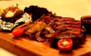 Restaurant AchTamar: Kaukasisches 3- Gänge-Menü mit Vorspeise und Dessert für 2 oder 4 Personen im Restaurant AchTamar (bis zu 55% sparen*)