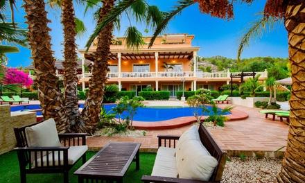 Finestrat, Alicante: habitación doble o twin para 2 con desayuno o con media pensión en Hotel Restaurante La Plantación