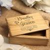 Boîte à bijoux gravée en bois