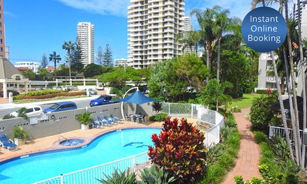 Gold Coast, Broadbeach: 2, 3 or 5 Nights for Four or Six People with Towel Hire and Late Check-Out at Markham Court