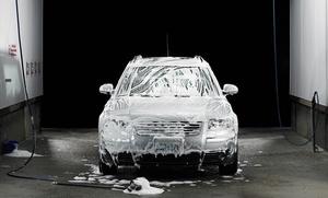 Lavado interior a mano por 4,90 €, 1 o 3 lavados integrales desde 9,90 € y con limpieza de motor y tapicería por 39,90 €