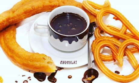 Chocolate con churros para 2 o 4 con taza de chocolate y 10 churros en Chocolat Madrid