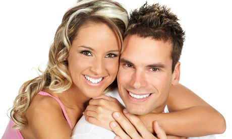 Limpieza bucal con ultrasonidos con opción a blanqueamiento led desde 9,95 € en Clínica Dental Echeverría; 2 centros