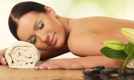 Manicure, pulizia viso o ceretta
