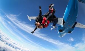 FlyTandemy.pl: Skok ze spadochronem w tandemie dla 1 osoby (599,99 zł) z filmowaniem i zdjęciami (849,99 zł) z FlyTandemy.pl