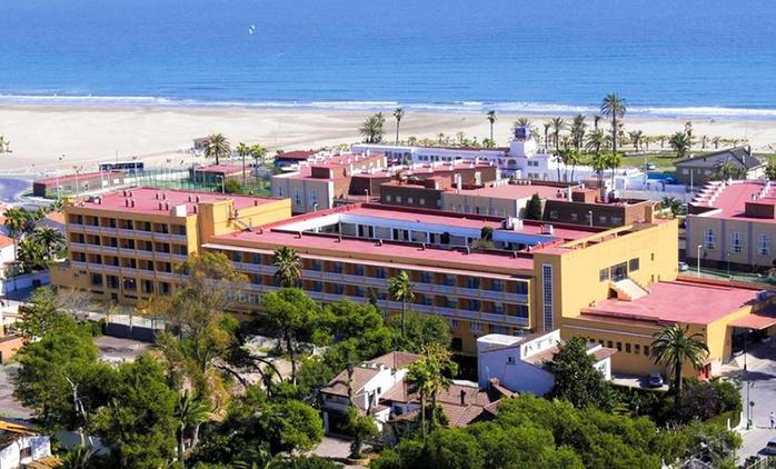 Castellón: 1, 3, 5 o 7 noches para 2 con pensión completa, detalle, parking y late check-out en Hotel del Golf Playa 4*