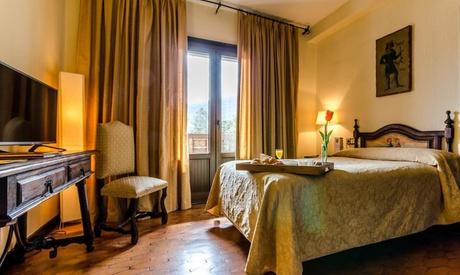 Ponferrada: estancia para 2 con desayuno y opción a entrada a castillo con cena romántica en Hotel Temple Ponferrada 4* Oferta en Groupon