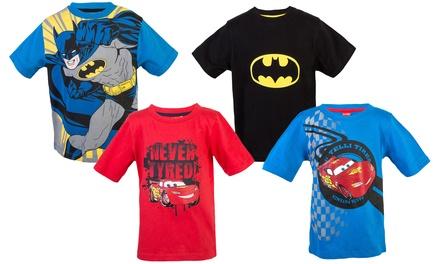 Twee jongens tshirts met opdruk van Batman of Cars
