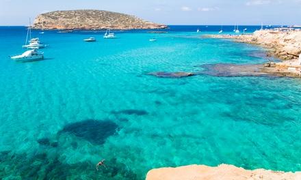 Menorca: 4 o 6 noches para 1 persona y viaje de I/V en ferry con coche incluido en Cales de Ponent