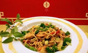 WOK: Azjatyckie smaki: przystawka lub zupa i danie z woka dla 2 osób za 59,99 zł i więcej opcji w restauracji WOK (do -41%)