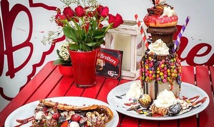 Happy Waffle mit Eis, Sahne, Sauce und Kaffee oder Tee bei den Waffle Brothers in Dresden (bis zu 49% sparen*)