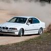Conducción drift en asfalto o tierra con BMW 540i