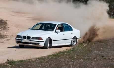 Conducción drift en asfalto o tierra con BMW 540i desde 49 €
