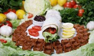 "Adiyaman Cigköftecisi: 2x, 4x oder 6x Vegan-Wrap – türkische Spezialität ""Cigköfte Dürüm"" bei Adiyaman Cigköftecisi (bis zu 45% sparen*)"