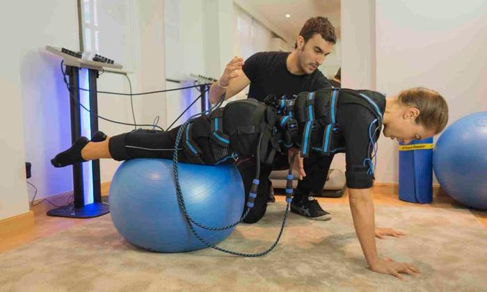 Entrenador personal, electrofitness y masajes Estudio LIFE  - Estudio Life: 4 o 6 sesiones de electroestimulación con entrenador personal desde 49,95 € Estudio Life