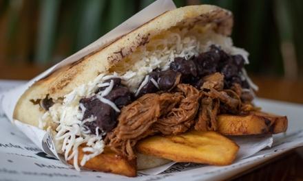 Menú Arepa o premium para 2 con entrante, principal, postre y bebida en Tío Papelón (hasta 56% de descuento)