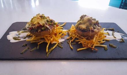 Menú para 2 o 4 personas con surtido de platos, bebida y postre desde 22,95 € en Alameda 5