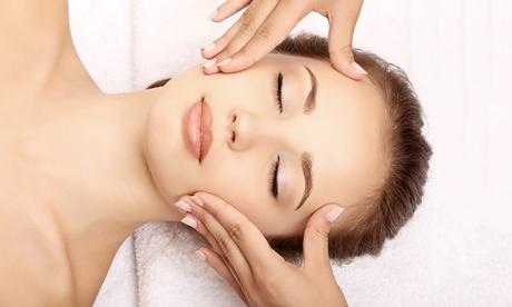 Tratamiento facial con opción a ampolla específica con radiofrecuencia y manicura desde 12,95 € en Centro Estética Maje