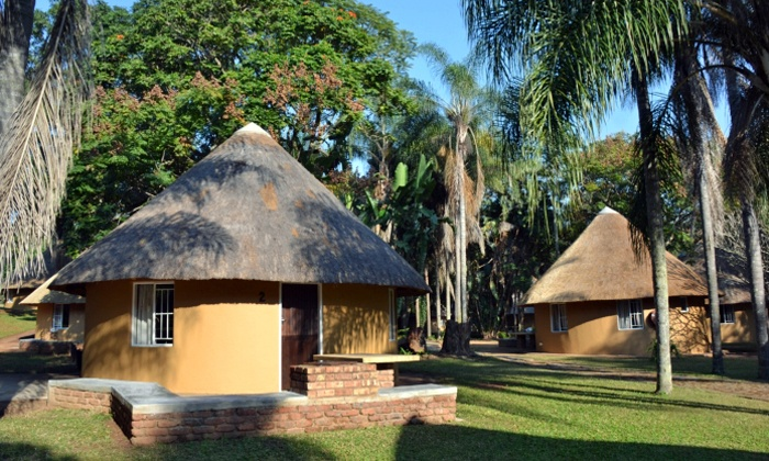 Aan de Vliet Resort - Hazyview: Mpumalanga: Self-Catering Stay for Up To Four People at Aan de Vliet Resort