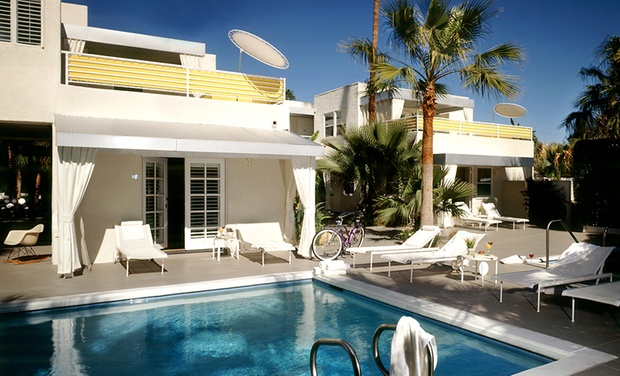 Historic Hotel In Downtown Palm Springs