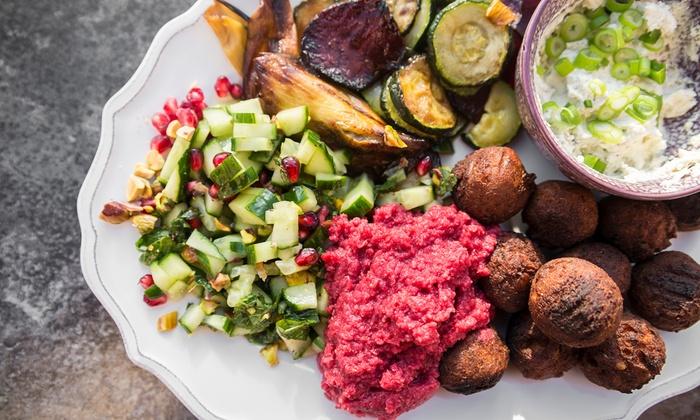 Der Sultan Arabisches Restaurant - Ludwigsburg: Orientalisches Falafel- / Mix-Teller-Menü für 2 od. 4 Pers. bei Der Sultan das Arabische Restaurant (bis zu 46% sparen*)