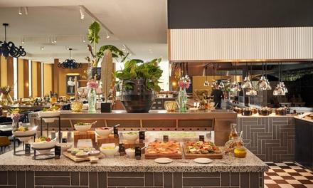 Van der Valk Hotel Amsterdam: zondagsbrunch incl. drankjes bij Restaurant Buffet 't IJ