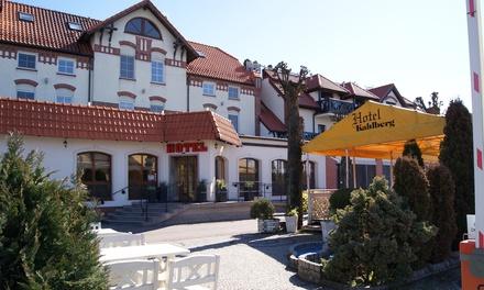 Krynica Morska: 2-8 dni dla 2 osób lub 2 os. z dzieckiem z wyżywieniem i więcej w Hotelu Kahlberg 3*