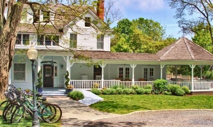 La Maison Blanche - Long Island, NY: 1- or 2-Night Stay for Two in a Deluxe King Room or King Suite at La Maison Blanche in Shelter Island, NY