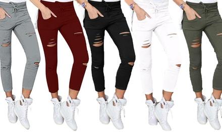Pantaloni elastici con strappati