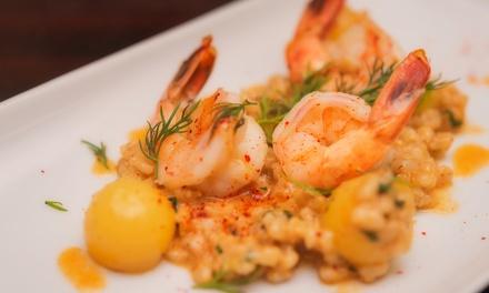 Cena peruviana di carne o pesce e sangria