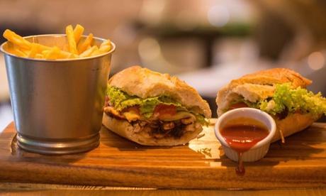 Menú de bocadillo gourmet para 2 o 4 con entrante, principal, postre y bebida desde 16,90 € en Papelón Gastro Bar