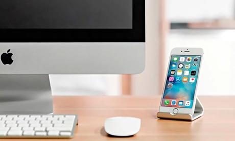 Soporte universal de aluminio para smartphone