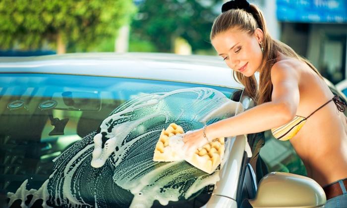 Odświeżenie auta: ręczne mycie (19,99 zł) z praniem tapicerki (od 144,99 zł) i więcej w MCM Car Wash (do -50%)