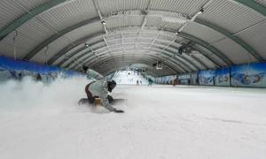 SnowWorld: Indoor-skipas voor 2 uur ski- of snowboardpret in SnowWorld Zoetermeer of Landgraaf, naar keuze mét materiaalhuur