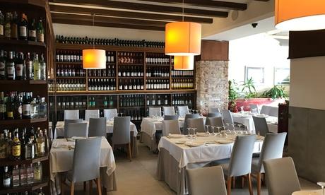 Menú para 2 o 4 personas con entrantes, principales, postres y botella de vino en El Coso del Mar