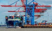 60 Min. Große Hafenrundfahrt inkl. Kaffee für 1 bis 4 Personen mit Barkassen-Meyer (bis zu 59% sparen*)