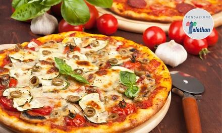 Pizza, antipasto, dolce e birra al mare