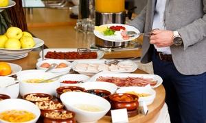 Salons Cortina: Luxe ontbijtbuffet met vers fruit en bubbels voor 2 personen bij Salons Cortina vanaf 29,99€