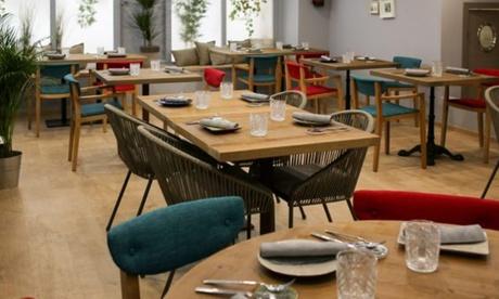 Menú de degustación para 2 personas con aperitivo, entrantes, principales, postre y bebida por 59,95 € en Lúbora