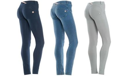 Pantalone Freddy donna effetto skinny disponibile in vari modelli e taglie da 59,99 €
