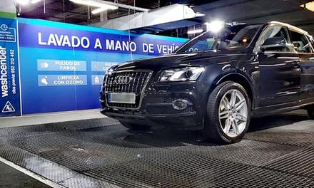 Lavado interior y exterior de coche y opción a limpieza de tapicería en Wash Center (hasta 58% de descuento)