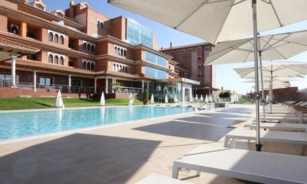 Granada: 1, 2 o 3 noches para dos en junior suite con desayuno, spa y campamento de verano en Granada Palace 4*