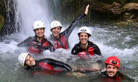 Experiencia de barranquismo acuático para 2 o 4 personas desde 44,90 € en Serranía Aventura
