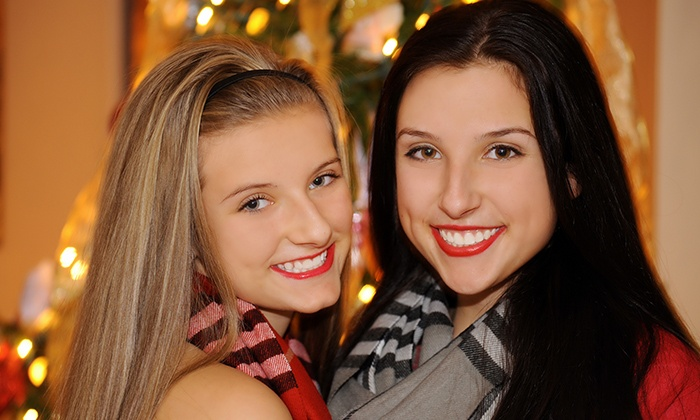 ABPhoto - Monroe Township: $125 for an At-Home Christmas-Portrait Photo Shoot with Prints from ABPhoto ($250 Value)