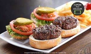 A Casa do Ferreiro Bar: A Casa do Ferreiro Bar – Água Verde: rodízio de mini-hambúrguer com batata rústica para1, 2 ou 4 pessoas
